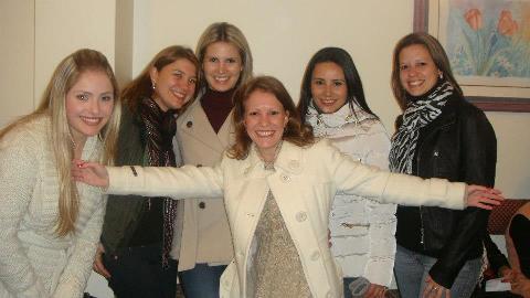 2-Natália Rocha, Fabiana Seminotti, Danielle Pereira, Eda Maria de Souza Lins e Hellen Waltrick eram só alegria e carinho no Chá de Panela da amiga, Caroline Rocha