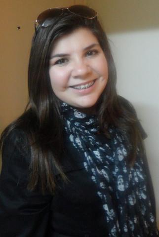 4-A jovem Vanessa Giesel anda cheia de sonhos: o primeiro é dedicar-se aos estudos de Direito e depois uma linda viagem aos Estados Unidos. Bem assim Vanessa, é sonhando que se realiza!