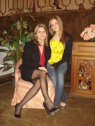 Beleza de mãe e filha: Elga e Natália Gil de Souza