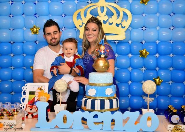 A mamãe Francine Matos de Moraes e o papai Fabiano com o Pequeno Príncipe Lorenzo. A comemoração de seu primeiro aninho ocorreu no Clube Caça e Tiro Foto Giovane Granzotto