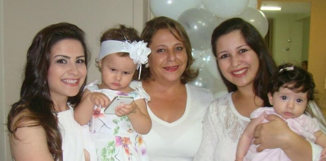 A querida aniversariante do dia de hoje, Verônica Floriani com as mulheres da sua vida. Parabéns Vê!!