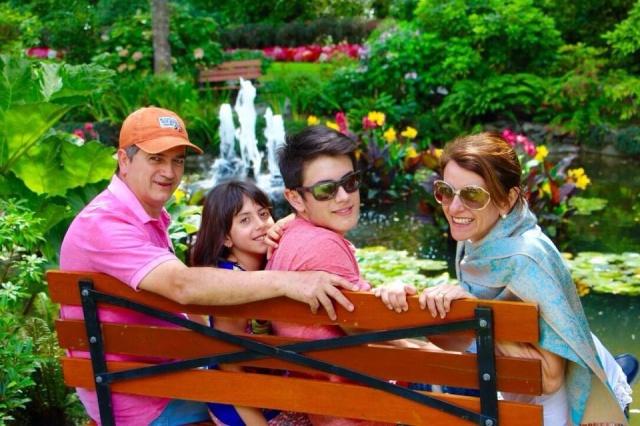 Dia de festa para a fonoaudióloga Cediane Borges Lehmkuhl, que festejará seu aniversário ao lado de sua linda família. Parabéns!!!