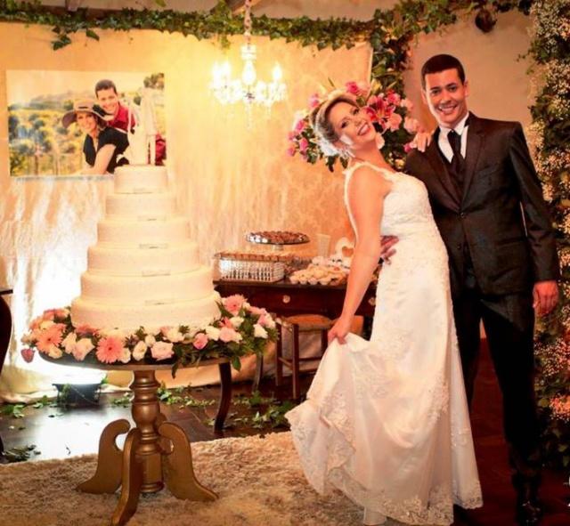 Um click do momento mágico de Cristina Ribeiro Picinini e Marcelo Henrique que trocaram alianças no dia 23 de abril.  Felicidades ao casal! Foto Rodrigo Nunes