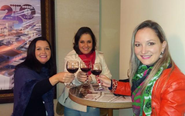Ciça Ferreira com Amanda e Mayra