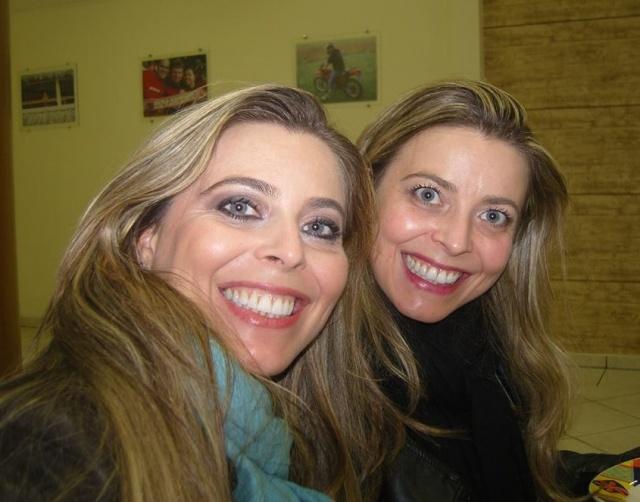 Domingo para soprar velinhas com as gêmeas Ana Paula e Ana Cristina Nath Garcia. Parabéns!