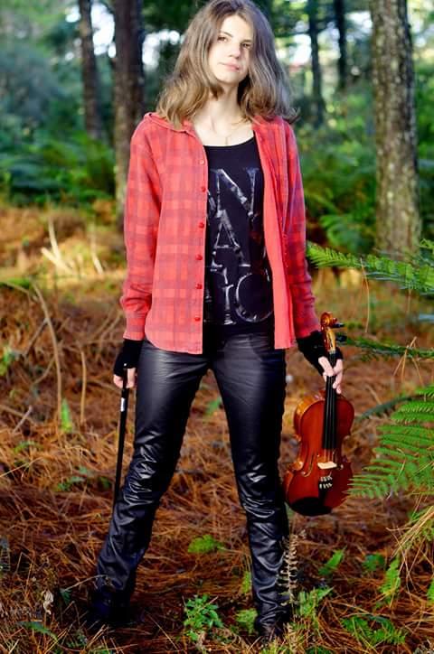 A beleza e o talento da professora de música Flávia Eduarda Foto Sandra Rosa