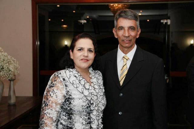 Hoje é dia de soprar velinhas com a empresária Maria Aparecida Reis Anselmo que no click está com o marido Átila Anselmo. Parabéns!