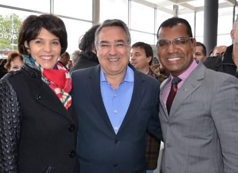 Rosani Rodrigues Pocai e Jhonathan Roberto Silva com o governador Raimundo Colombo durante inauguração do Órion Parque Foto Karla Cruz