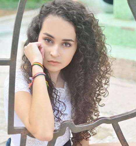 O charme de Gabriela Sousa mostrando que os cachos estão com tudo! Foto Sandra Rosa