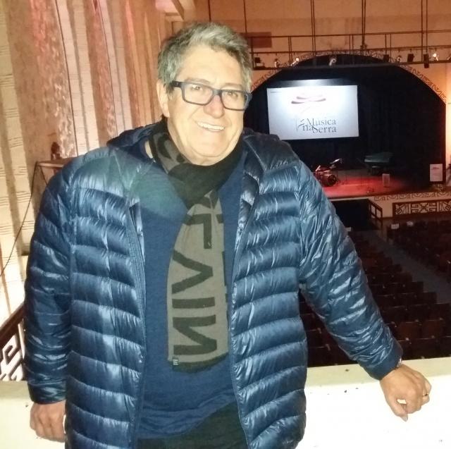 O cantor Oswaldir esteve em Lages acertando detalhes no teatro Marajoara sobre o show que acontecerá no dia 20 de agosto, em comemoração aos 30 anos da dupla da com Carlos Magrão