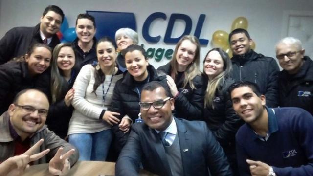 A equipe da CDL iniciou a sexta que passou com um bate papo com o Professor Emmanoel Jose Lourenço sobre a importância de trabalho em equipe. Pela alegria da galera o papo foi dez