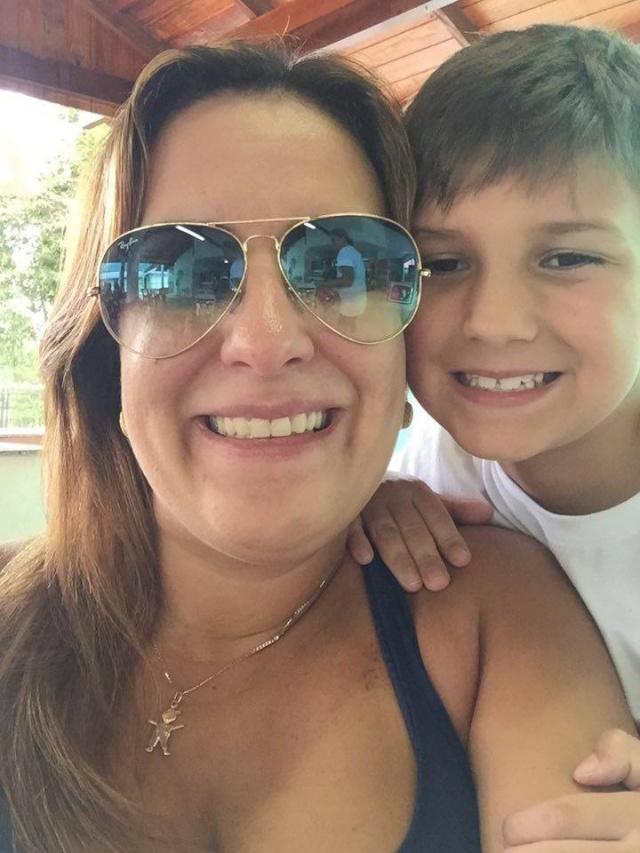 Mamãe Patrícia Sant´Anna todo feliz com o filhote Miguel que completou 8 aninhos no dia 29 de julho. Parabéns!