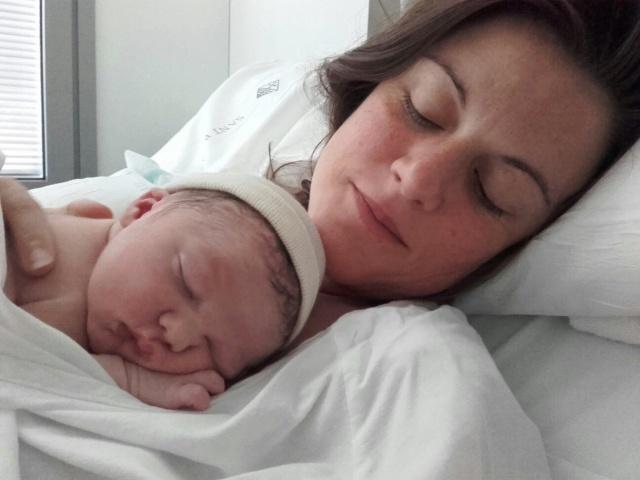 Nasceu em Barcelona, no dia 25 de julho, Joaquin. O pequeno é filho de Bárbara Guidalli e primeiro neto, do agora vovô, Roberto Guidalli