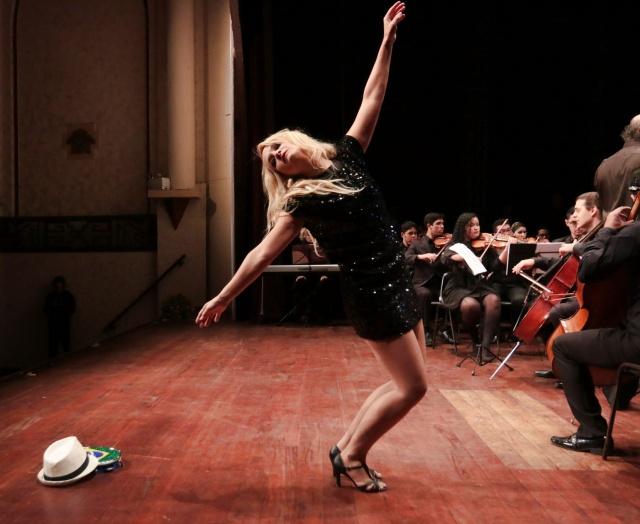 A bailarina Nana Pereira foi a grande surpresa da noite, sua presença anunciou para a próxima edição do FIMS a inserção da dança no evento. Vai ser show!!  Foto Zé Rabelo