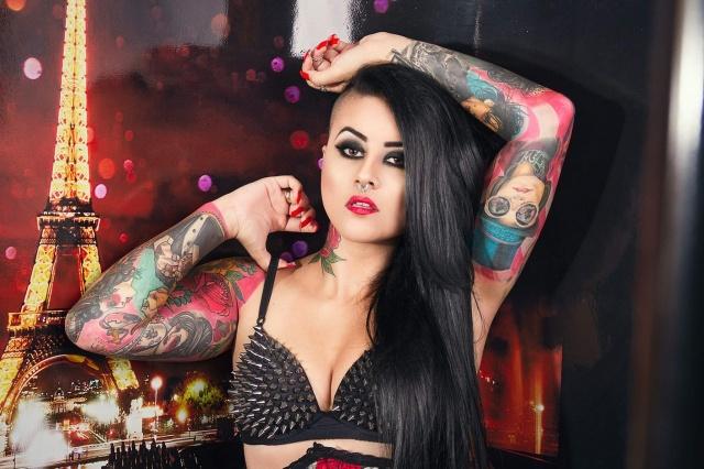 Aline Cândido, proprietária do studio Morrigan Tattoo Jean Grassi, está se preparando para viajar em dezembro para Buenos Aires, onde passará a Faixa de Miss em concurso de beleza para mulheres tatuadas