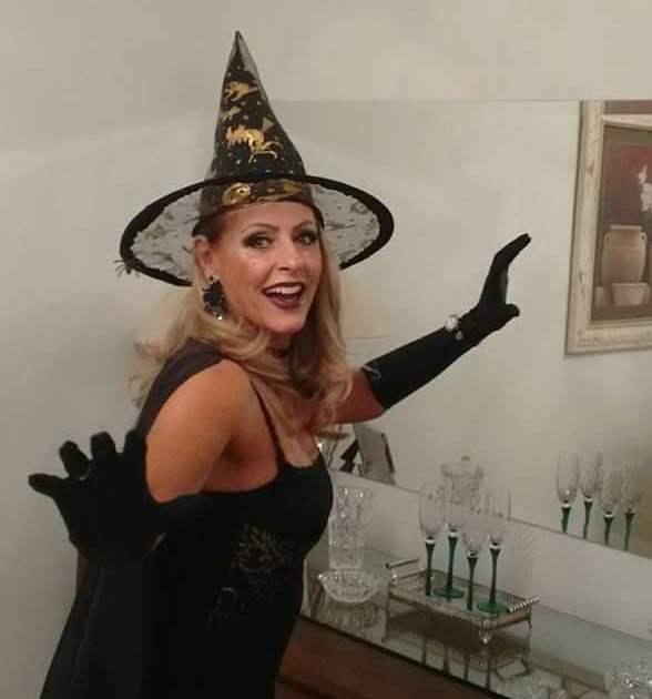 Logo festejamos o irreverente Dia das Bruxas…. Seria bom se todas fossem lindas e queridas assim! Arrasou Telma Della Rocca!