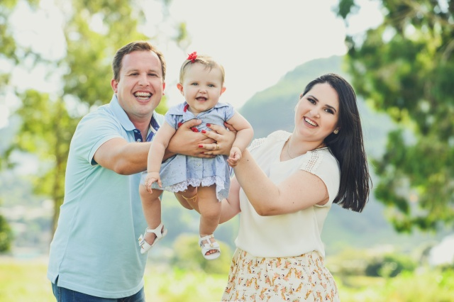 A fofa Melissa Schwarz estará fazendo 1 aninho neste domingo, e os faceiros papais Gustavo Schwarz e Vanessa Bastos prepararam linda festa no Estação Lages Foto Nando Velho