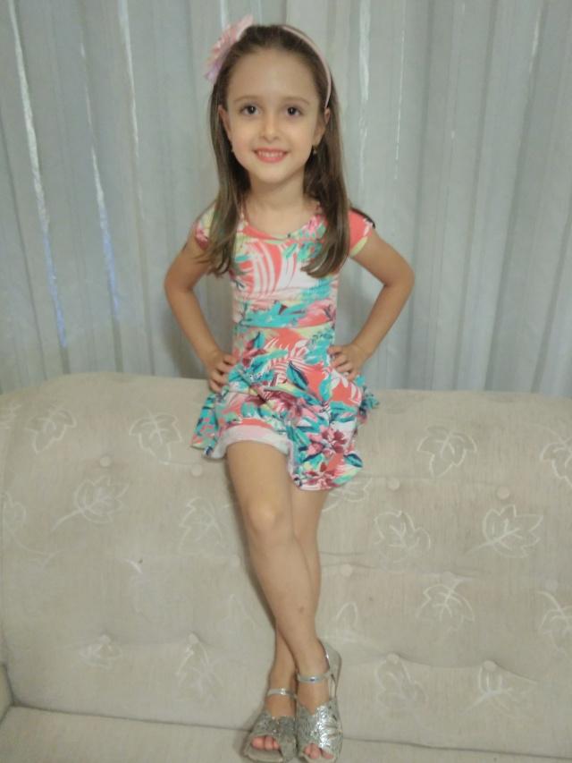 Essa fofa em pose de modelo, veio deixar a nossa coluna de sexta mais linda e alegre... É a meiga Amanda Pegoraro Vieira, que completa neste domingo cinco aninhos. Parabéns!!