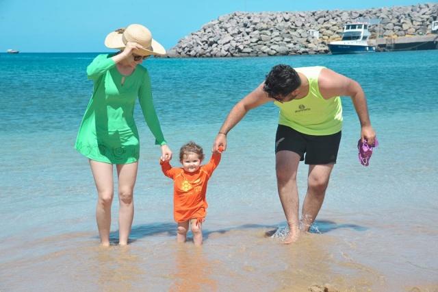 Ana Paula, Maitê e Renato Pinheiro curtindo as delícias da natureza, na paradisíaca praia do Porto de Santo Antônio em Fernando de Noronha