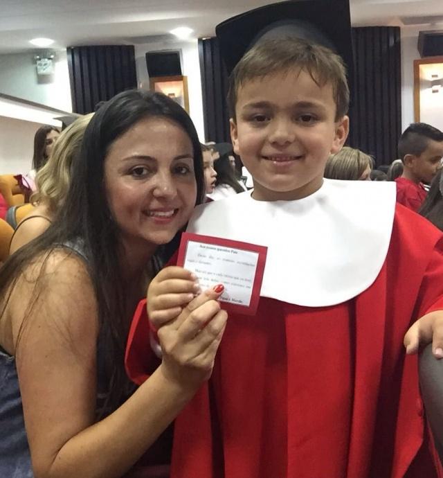 A mamãe Adriana Schmidt Vieira é toda orgulhosa do pequeno Pedro Henrique Schmidt Vieira, que aniversariou nesse mês e em 2017, ingressou no 1º ano do Ensino Fundamental. Todo um futuro pela frente. Parabéns!