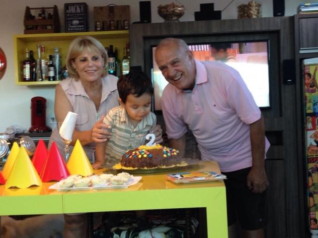 Marli e José Glauco Ramos Júnior, desceram a Serra rumo a Florianópolis, para comemorar os dois aninhos do neto Davi. Avós faceiros! Parabéns!