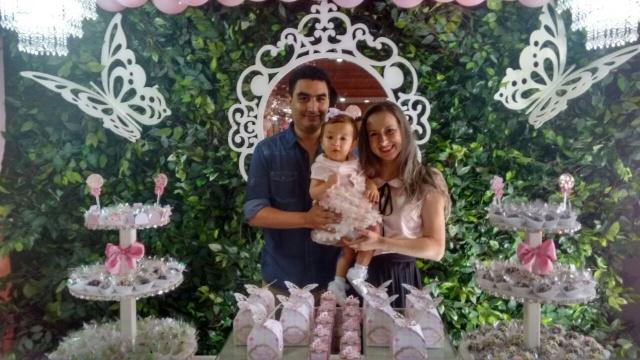 O advogado Aníbal Antunes Ramos e Ana Carla Ramos festejaram com linda festa o primeiro aninho da filha Ana Clara. Uma verdadeira festa de princesa preencheu os salões do Clube Caça e Tiro.