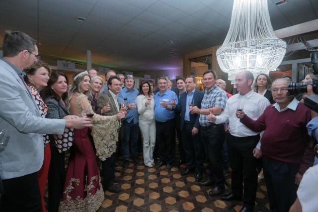 Governador Raimundo Colombo brinda ao sucesso da Vindima Foto Rodrigo Nunes