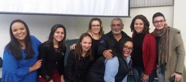"""Jornalismo é o """"máximo"""" no Enade Vale ressaltar que o curso de Jornalismo é nota 5 no Enade, a MÁXIMA!!!!  E que somente três cursos no Brasil realizaram essa façanha: A Universidade Federal de Santa Catarina, Mackenzie e a Uniplac! Realização total para acadêmicos, equipe de professores, e principalmente para o Coordenador do Curso Luiz Augusto Del Moura que no click está com a turma feminina da 3ª fase... Turma essa que faço parte com muito orgulho. E hoje é um dia mais que especial, aniversário do Jornalista e Professor Del Moura. Parabéns!!!"""