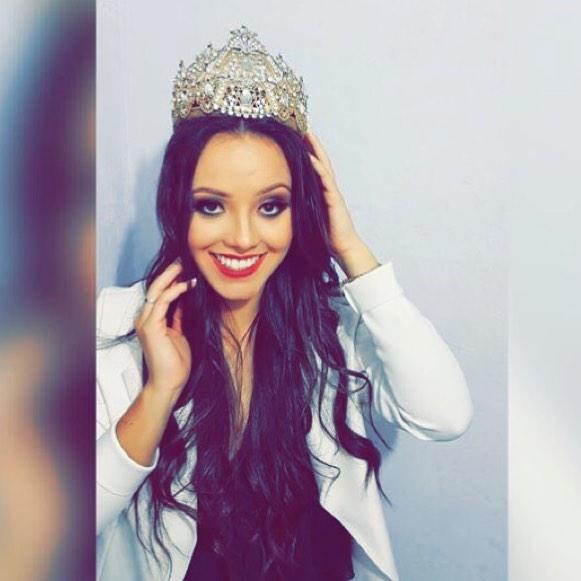 Dia hoje de soprar velinhas com ela... Katia Martins, a Rainha da 29ª Festa Nacional do Pinhão. Parabéns!!