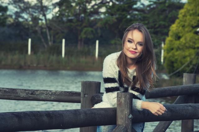 A linda Paola Derossi está ansiosa e muito ocupada com os preparativos para sua festa de 15 anos. Setembro promete!!!  Foto Luís Barone