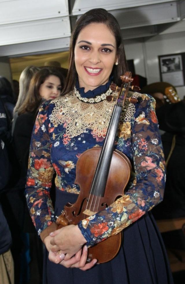 Destaque para o talento de Danieli Porto e seu violino encantado!