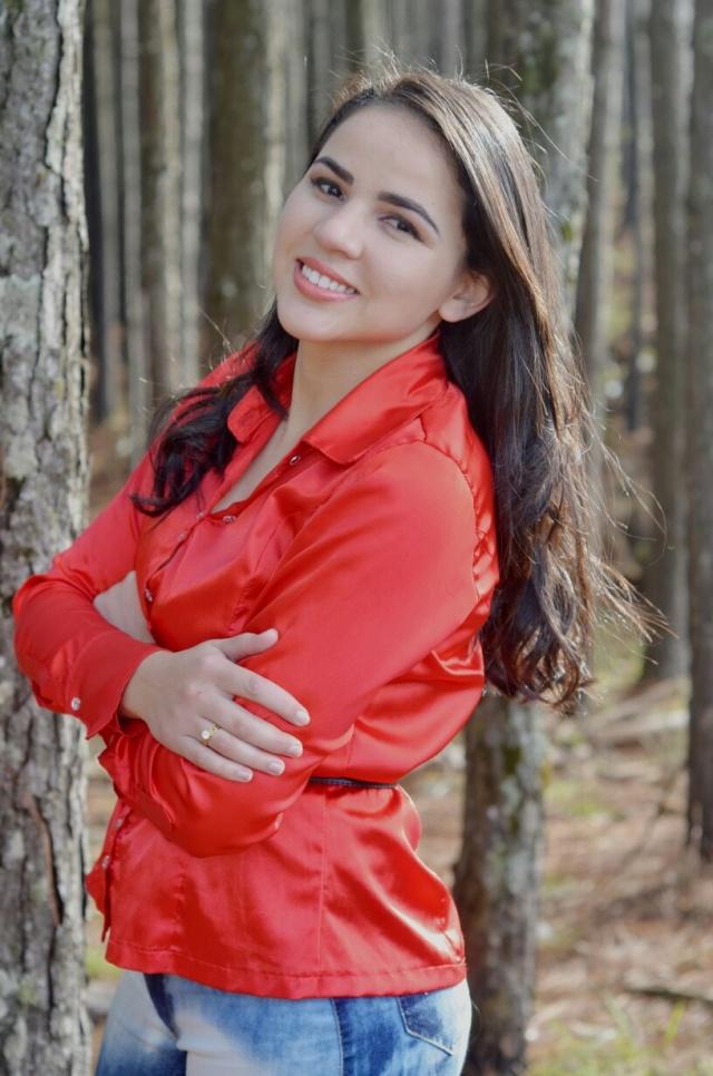 O sorriso de realização da mais nova jornalista de Lages, Josiane Ribeiro da Silva. A solenidade de colação de grau, pelo curso de Jornalismo da Uniplac, realizou-se no último fim de semana. Orgulho total dos pais Iraci e Albanir