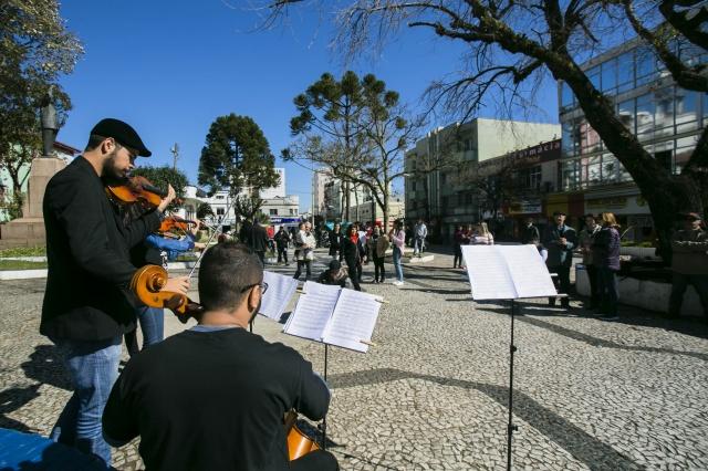 E o Música na Serra tomou conta de toda Lages, com concertos sociais que espalharam-se pelas instituições, hospitais, shoppings e ruas de nossa cidade Foto Memorizze/André Arcênio