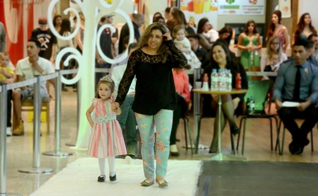 Gabriela, a modelo mirim da Prime Models, arrancou aplausos quando pisou na passarela do concurso Musa da Cidade. A mamãe Ivani Celina dos Santos é só orgulho dessa princesa linda!  Foto Sandra Rosa