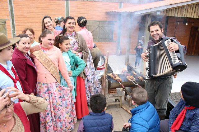 Alegria e muita tradição no sede do MTG na abertura das comemorações da Semana Farroupilha em Lages  Foto Toninho Vieira