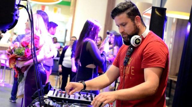 O DJ Rafael Muniz está agitando e fazendo sucesso nas baladas e eventos da Serra Catarinense Foto Sandra Rosa