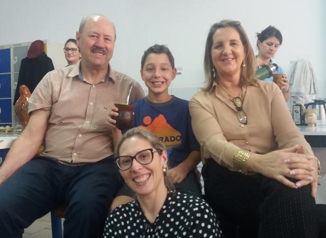Comemorando o Dia do Gaúcho Vitor todo feliz na Mateada do Sigma com o avô Ari Marcon, a avó Delcize Zanotto Della Giustina e a tia Priscila