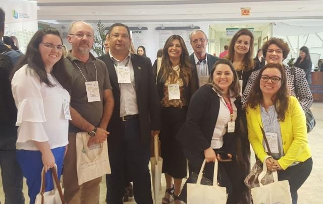 Educadores lageanos participaram na semana que passou do Seminário Internacional de Educação em Florianópolis