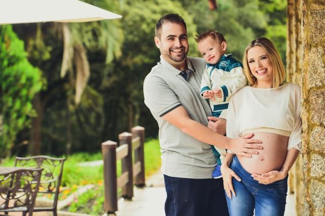 Família linda Anor Zanotto e Thayse  Exterhötter Zanotto, com o filho Pietro, esperando pelo segundo filho Nícolas Foto Nando Velho
