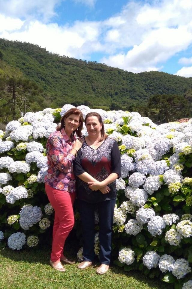 Angélica Sandini Furlan e Marlene Pitt Dullius em um lindo click durante a Festa da Família Furlan, realizada no Condomínio Pinheiro Marcado