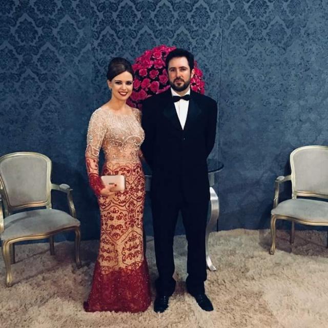 A elegância do casal Débora Puel de Oliveira Colombo e Edson Ribeiro Colombo, padrinhos das debutantes do Clube Recreativo União e Progresso, de Urubici. A festa foi das mais lindas!