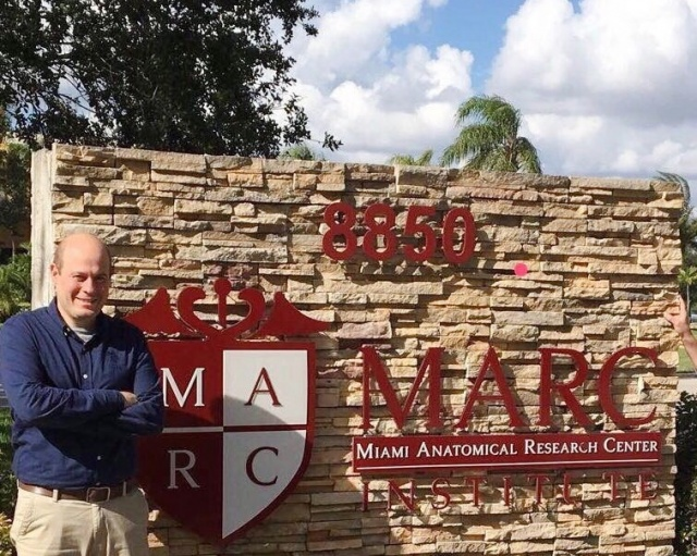 Destaque lageano O cirurgião traumatologista bucomaxilofacial e professor Doutor Jefferson Viapiana Paes, ministrou aula como professor convidado na cidade de Miami nos Estados Unidos, em um curso de videoartroscopia da ATM, articulação mais complexa do corpo humano. Parabéns pelo sucesso!