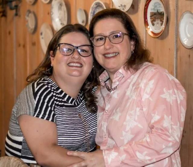 Sônia e Adriana Ramos Martins... Mãe e filha em sintonia na Fazenda Lua Cheia durante as festas de fim de ano