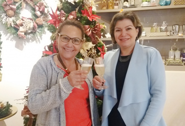 Um brinde de excelentes energias das queridas empresárias Marisa Silva Bussolo e Cristiane Gamborgi