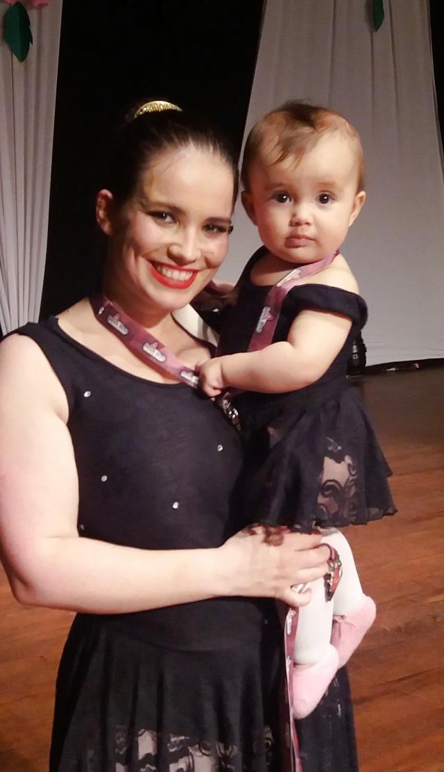 Os parabéns desse sábado vão para a mamãe da pequena bailarina Beatriz. Feliz aniversário Karen Kriss!