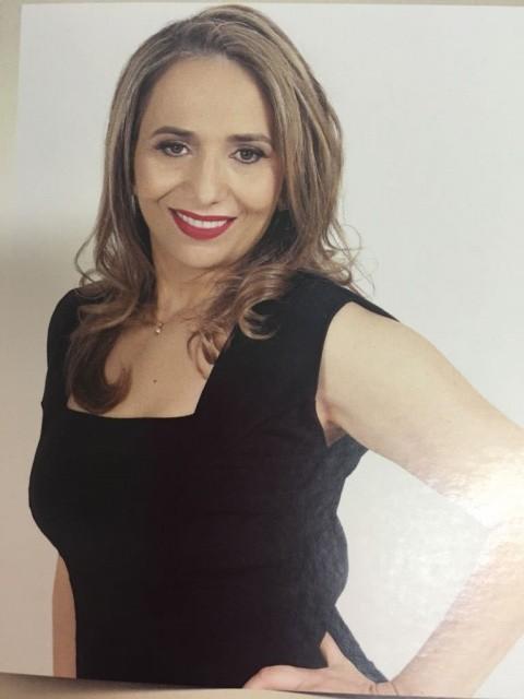 A marca feminina na indústria A empresária Vera Zanoello, Bacharel em Direito e Diretora Administrativa da Empresa Zanoello, é uma das indicadas ao Prêmio Mulheres de Sucesso na categoria Indústria.