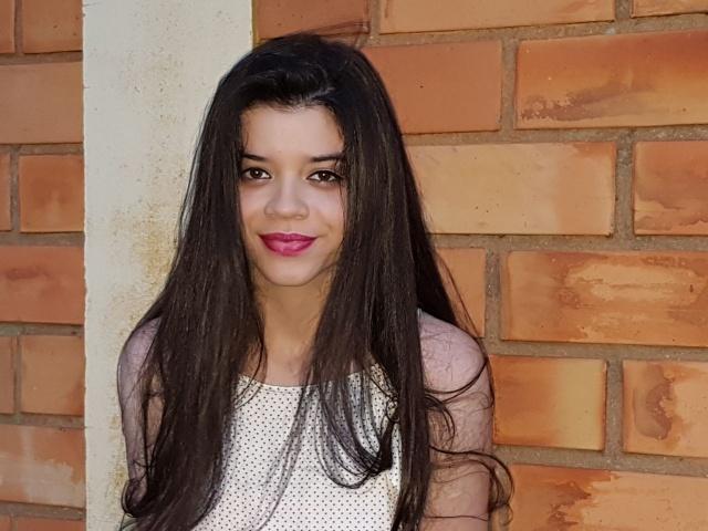 """Quem completou 16 anos, no dia 23 de janeiro, foi Alenia Menegon. A linda foi festejar a feliz data com os pais, Cristiane e Hilário Menegon Júnior, com viagem """"a cidade mais alemã do Brasil"""", a encantadora Pomerode"""