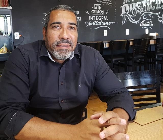 O aniversariante do dia de hoje, o Diretor do Grupo Koch Cristiano Santiago Vieira, esteve em Lages para reunião ontem (29) com o Progen. O encontro na Procuradoria deveu-se ao processo de continuidade do Business Park. Em breve novidades!