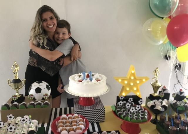 No último domingo a mamãe Carolina Francisco Zapelini, comemorou o aniversário do filhão Henrique Zapelini, que completou seus 11 anos. Parabéns!!