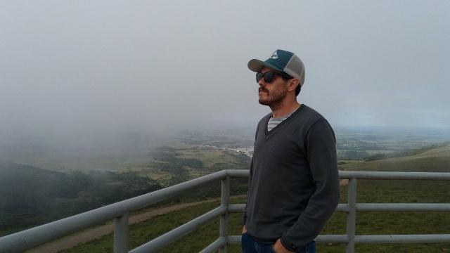 O escritor e poeta lageano Joacir Dal Sotto, buscando inspiração no Morro das Antenas, em Urupema